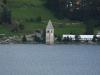 "Der bekannte Kirchturm im Stausee bei <a href=""http://de.wikipedia.org/wiki/Curon_Venosta"" target=""_blank"">Graun</a>"